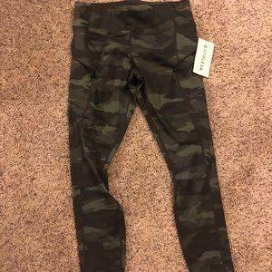 Athleta 7/8 leggings NWT Green Camouflage Sz M